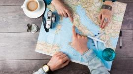 Wakacje bez biura podróży Podróże, LIFESTYLE - Wiosna to dobry moment by pomyśleć o wakacjach. Samodzielne zaplanowanie urlopu nie wymaga zmysłu organizacyjnego. Nie jest czasochłonne i przede wszystkim jest bezpieczne. Ekspert FRU.PL radzi jak nie przepłacić, wybrać najlepszą opcję i móc w pełni cieszyć się z wyjazdu.