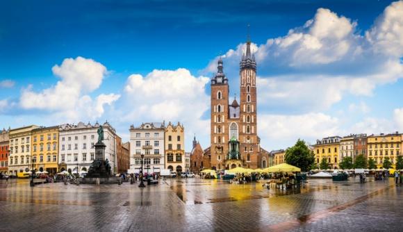 Za co warszawiacy kochają Kraków? Podróże, LIFESTYLE - Polska obfituje w idealne miejsca do spędzenia dni wolnych, ale to szczególnie Kraków upatrzyli sobie na weekendowe wypady mieszkańcy stolicy. Coraz więcej osób decyduje się na krótkie wyjazdy, aby odpocząć od codziennych obowiązków, poznać nowe miejsca i odkryć swój kraj.